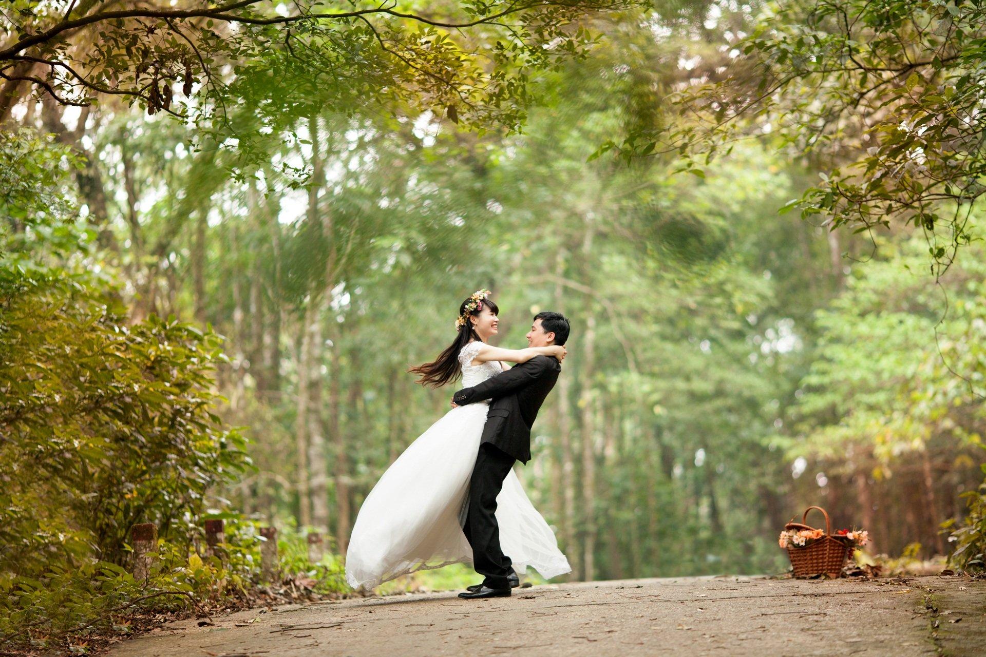 Couple Doing a Memorable Wedding Pose