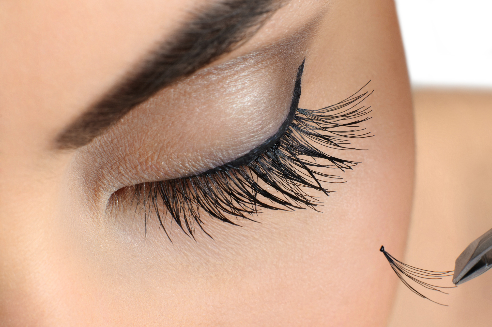 Remove Eyelash Extensions
